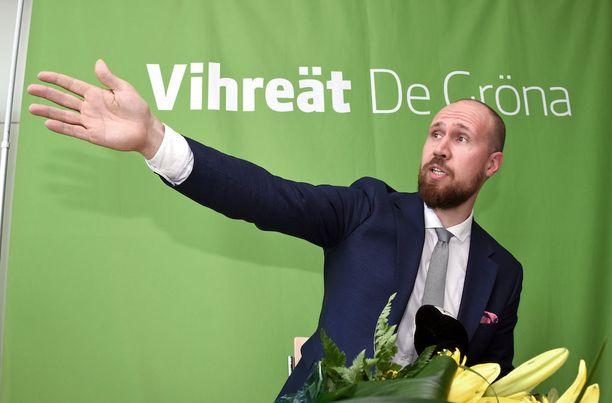 """Vihreiden uusi puheenjohtaja Touko Aalto sanoi valintansa jälkeen, että hänestä tuntuu """"hyvällä tapaa hämmentävältä ja uskomattoman nöyrältä""""."""