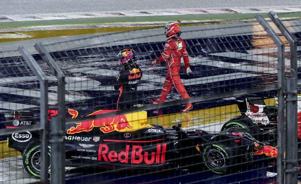 Lehdet eivät päässeet yksimielisyyteen Singaporen GP:n megakolarista.