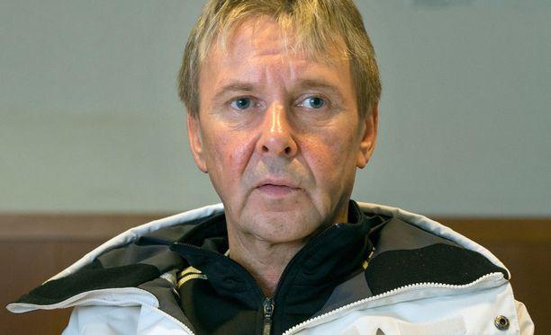 Matti Nykänen loukkasi kätensä sunnuntaina ja joutui leikkaukseen tiistaina.