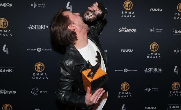 Leo sai ensimmäisen Emma-palkintonsa.