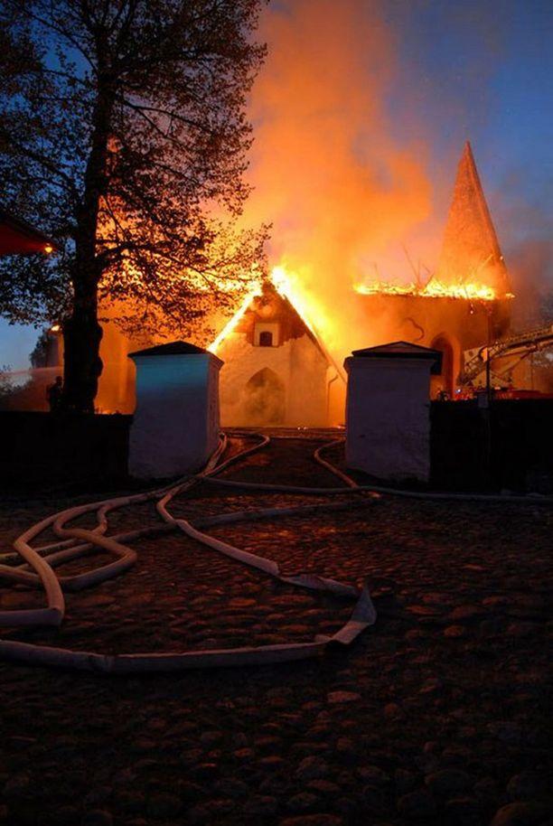 Porvoon kirkon tuhopoltosta lankesi tekijälle jättimäiset vahingonkorvaukset.
