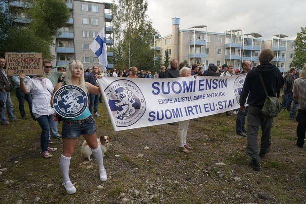 Suomi ensin! -liike järjesti mielenosoituksen Forssassa elokuun lopulla.