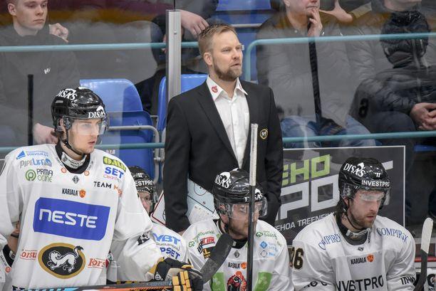 Mikko Manner sai jo viime kaudella paljon vastuuta Kärppien pelaamisesta. Uusi kausi alkaa perjantaina, jolloin Kärpät kohtaa HPK:n Hämeenlinnassa.
