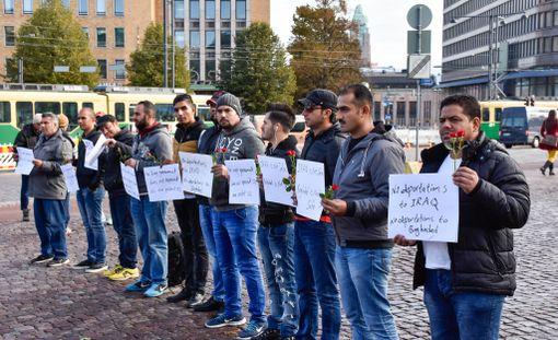 Vuonna 2015 Suomeen tulleesta turvapaikanhakijoiden aallosta yhä useampi henkilö on saanut tai tulee saamaan oleskeluluvan, jonka myötä turvapaikan saanut voi ryhtyä hankkimaan töitä.