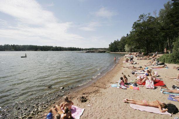 Helsingin uimarantojen vedet ovat nyt etupäässä hyvälaatuisia, mutta viileitä.