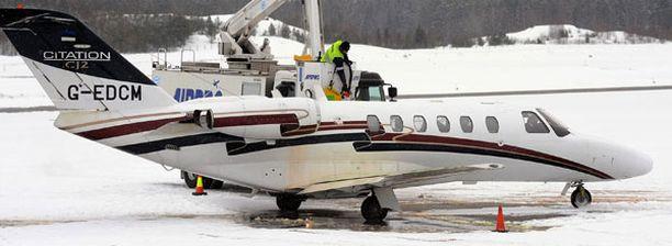 Tällä koneella Beckhamit lensivät Suomesta.