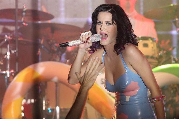 Katy Perry tunnetaan esimerkiksi kappaleistaan Teenage Dream, Firework ja Roar.