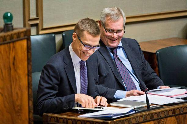 Alexander Stubb (kok) ja Antti Rinne (sd) ovat sorvanneet lisäbudjetin.