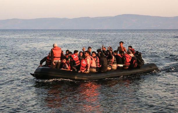Koko kansasta vajaa puolet vastustaa ja runsas kolmannes kannattaa Välimerestä pelastettujen turvapaikanhakijoiden ottamista Suomeen, uutisoi Maaseudun Tulevaisuus. Kuvituskuva.