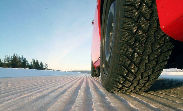 Riippumaton testilaitos Test World toteuttaa rengastestinsä Ivalon radallaan. Kuvituskuva.