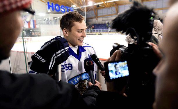 Eetu Selänne oli paikallisen lehdistön haastattelussa Tshekki-ottelun jälkeen.