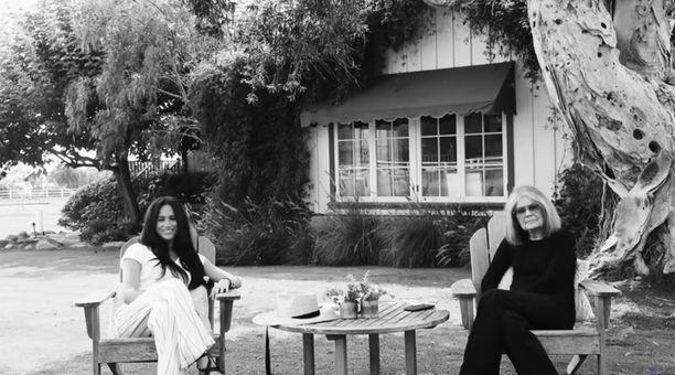 Video Meghanista ja Gloria Steinemista on jostain syystä mustavalkoinen.