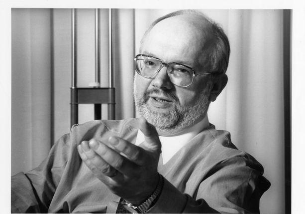 Puolalaiset tiedustelu-upseerit arvioivat, että Widomskilla oli hyvät mahdollisuudet päästä käsiksi tietokonekomponentteihin ja muuhun läntiseen kauppasaarron alaiseen elektroniikkaan. Kuva vuodelta 1994.
