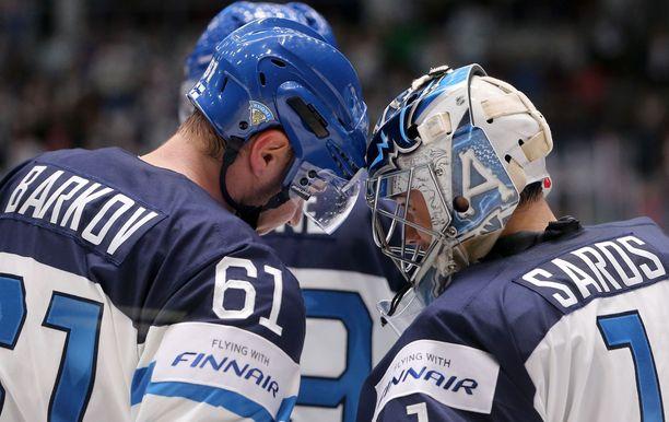 Aleksander Barkov johtaa Leijonia ykkössentterinä aina mukaan päästessään. Maalivahti Juuse Saroksen ura on vahvassa nosteessa, mutta kilpailu pelipaikoista on armottoman kovaa.