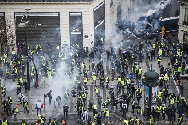 Pariisin keskusta on tänään aivan poikkeustilassa.