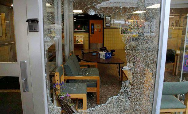 Sandy Hookin koulu ammuskelun jälkeen.