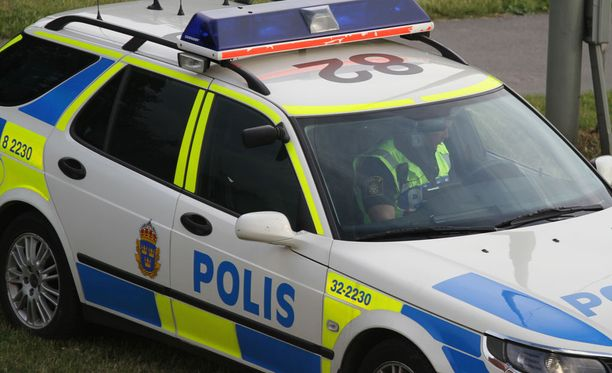 Kolme henkilöä on pidätetty maanantaina terroristisen rikoksen valmistelusta epäiltyinä Ruotsissa. Kuvituskuva.