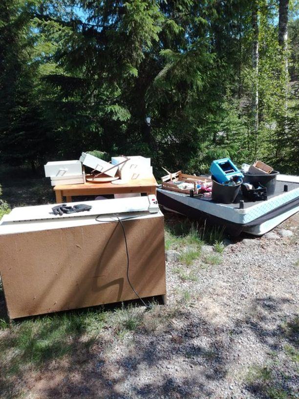 Väätäinen joutui viemään huonekalut kaatopaikalle.