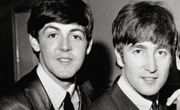 Bändikaverit Paul McCartney ja John Lennon irrottelivat nuoruusvuosina tyydyttämällä itseään toisen katsellessa.