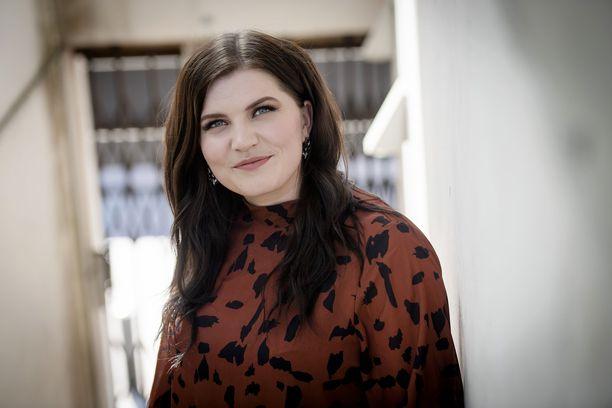 Suvi Teräsniska yllättyi siitä, että hänen laulujaan kuunnellaan myös saattohoidossa.