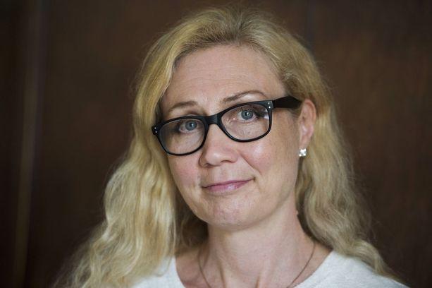 Seksuaalirikostuomion istunut Anneli Auer ei peittele rooliaan Perhekerho.net-sivuston taustalla.