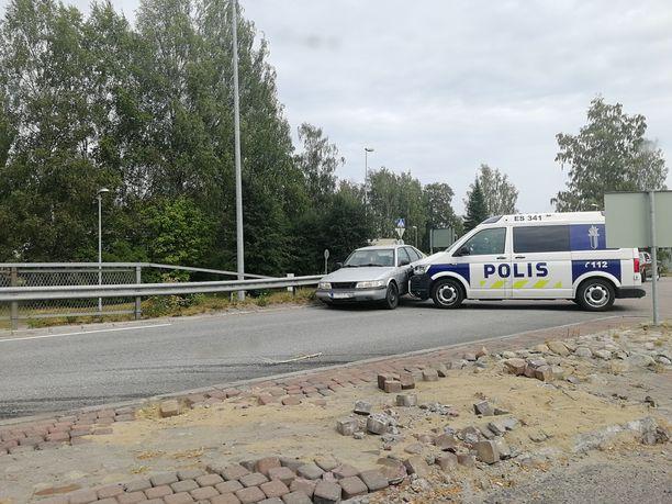 Poliisi kiilasi karkuun lähteneen kuljettajan ajoneuvon liikenneympyrään Juvalla.