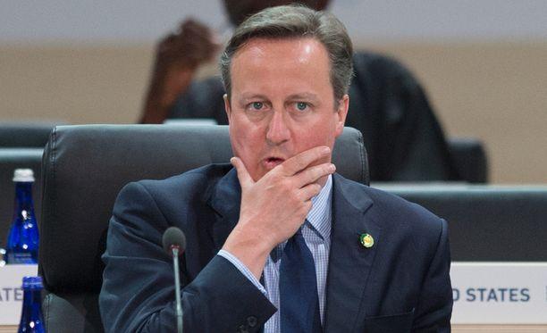 Britannian pääministeri David Cameron myöntää hyötyneensä isänsä verojärjestelyistä.