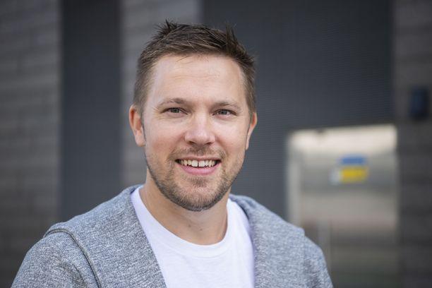 Juha Perälä jäi alkuvuonna tauolle radiojuontajan töistä. Pian hänet nähdään tv-ruudussa, ja myös radiotyöt ovat tulevaisuuden ajatuksissa.
