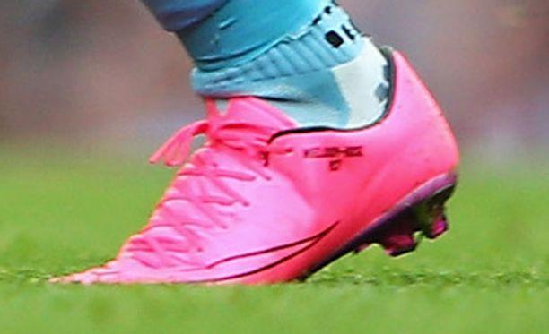 Raheem Sterling esiintyi sunnuntaina uudet kengät jaloissaan.
