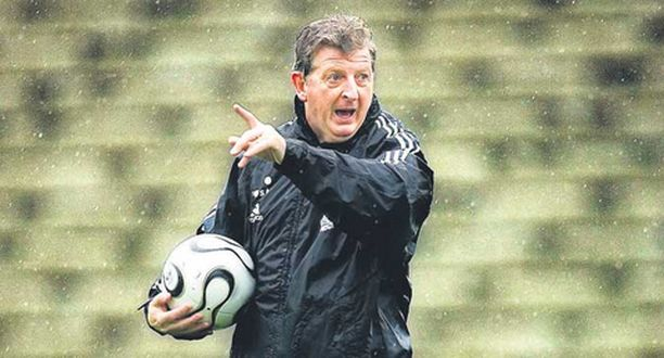 Roy Hodgson johti maajoukkueen harjoituksia Pallokentällä.
