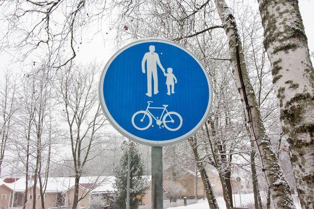 Turma sattui yhdistetyllä pyörätiellä ja jalkakäytävällä Jyväskylässä. Kuvituskuva.