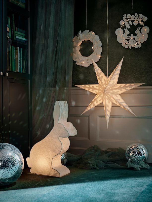 Oletko hakemassa pientä leikkisyyttä? Stråla-tähteen yhdistyy lumihiutale. Tähti Ikeasta. Hinta 6,99.