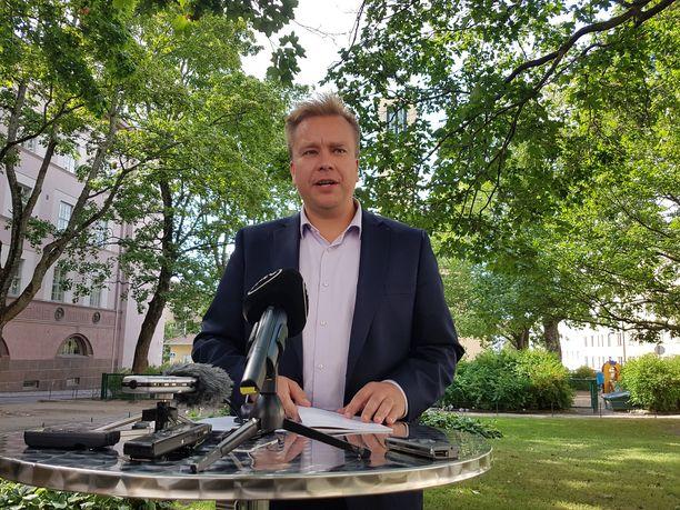 Keskustan puheenjohtajaksi pyrkivän Antti Kaikkosen mukaan keskustan maahanmuuttolinjan on oltava tiukka, mutta oikeudenmukainen.