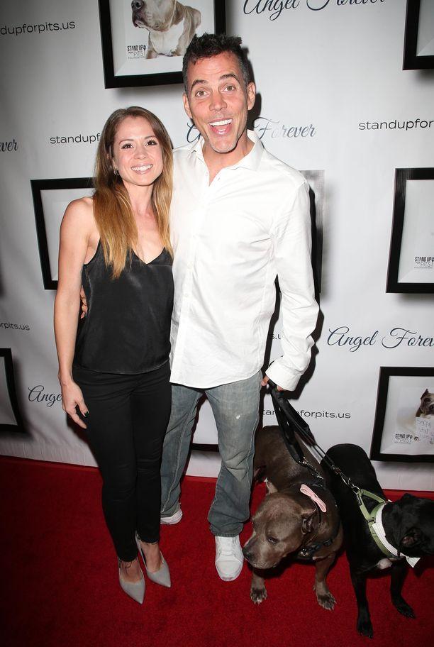 Steve-O on ollut pian vuoden kihloissa Lux Wrightin kanssa.