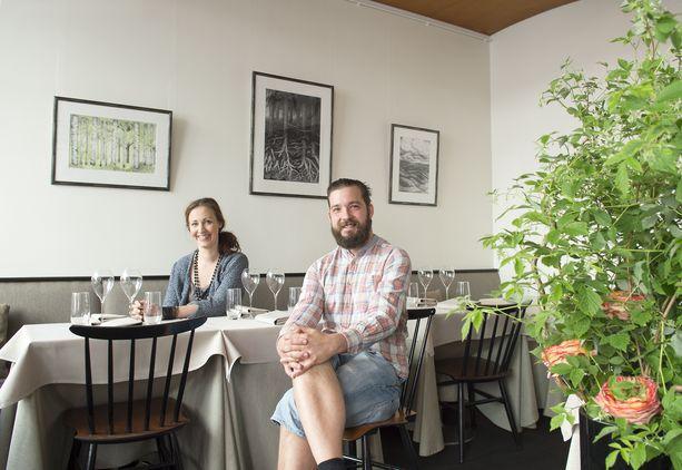 Askin ravintoloitsijat Linda Stenman-Langhoff ja Filip Langhoff Vironkadun Askissa.