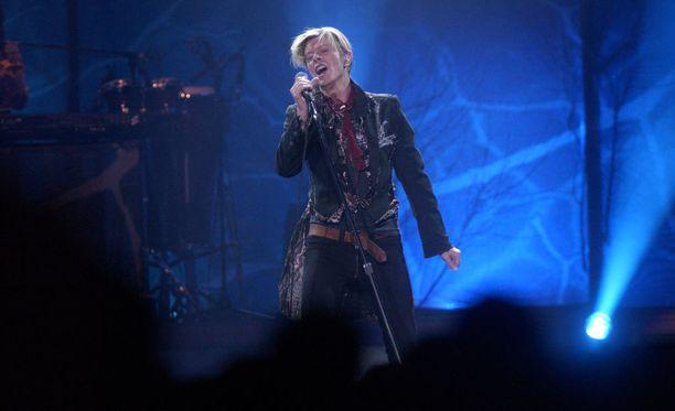 David Bowie esiintyi Suomessa viisi kertaa. Tämä kuva on vuoden 2003 Hartwall-areenan keikalta.