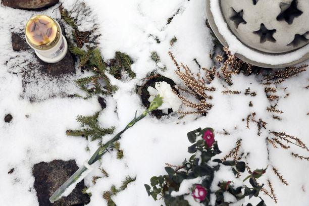 Matti Nykänen kuoli helmikuun 4. päivänä kotonaan Joutsenossa 55-vuotiaana sairauskohtaukseen.