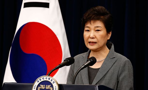 Presidentti Park Geun-hye on pyytänyt useita kertoja kansalta anteeksi, mutta se ei kansalle riitä.
