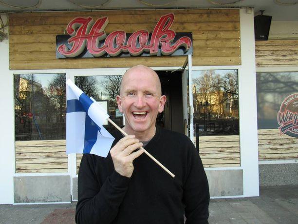 Mäkilegenda Eddie Edwards vieraili Helsingin Hookin avajaisissa.