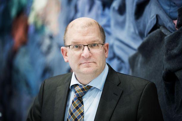 Teollisuusliiton puheenjohtaja Riku Aalto liittokokouksessa.