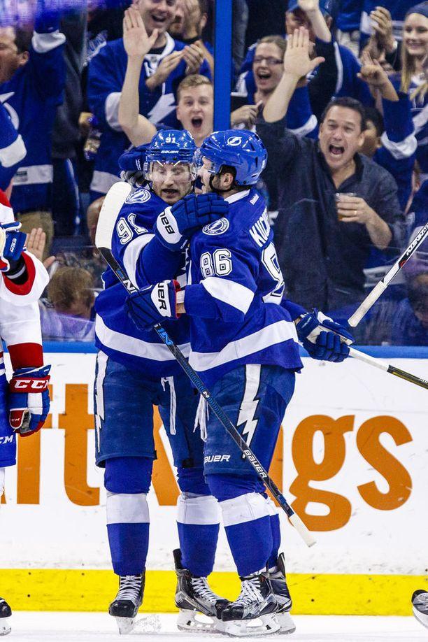 Kapteeni Steve Stamkos (vas.) ja Kutsherov muodostavat koko NHL:n pelätyimmän tutkaparin.