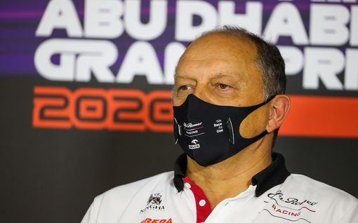 Kimi Räikkösen pomon koronatesti välähti punaiselle – jää varotoimenpiteenä sivuun F1-testeistä