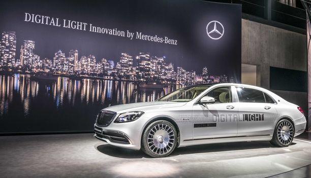 Digitaalisten valojen maailmanensi-ilta on Geneven autonäyttelyssä tänään tiistaina.