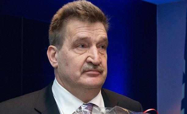 Pertti Alaja (kuvassa) vakuutti ennen vaaleja, että Suomen Palloliitto äänestää Ali bin Al-Husseinia.