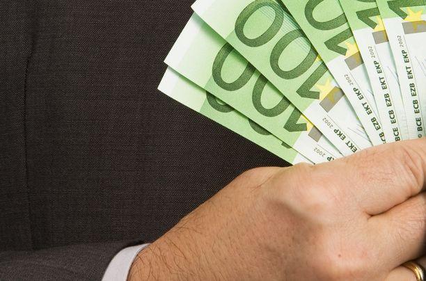 Palkkakeskustelu voi auttaa palkankorotuksen saamisessa.