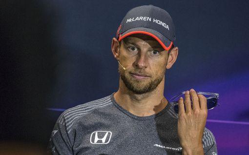 """F1-mestarin mukaan Hamiltonin dominanssi on vaikea pysäyttää – kritisoi Valtteri Bottasta: """"Hän ei ole lähelläkään Lewisia"""""""