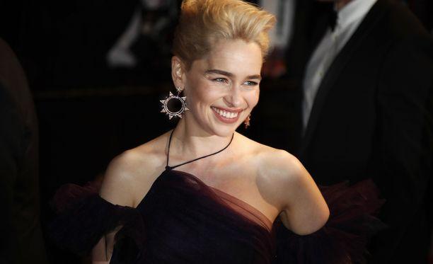 Emilia Clarke näyttelee Qi'ra -nimistä hahmoa uusimmassa Tähtien sota -elokuvassa.