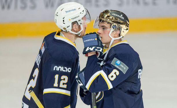 Jari Sailio (12) ja Otso Rantakari pelaavat kauden loppuun asti Bluesissa.