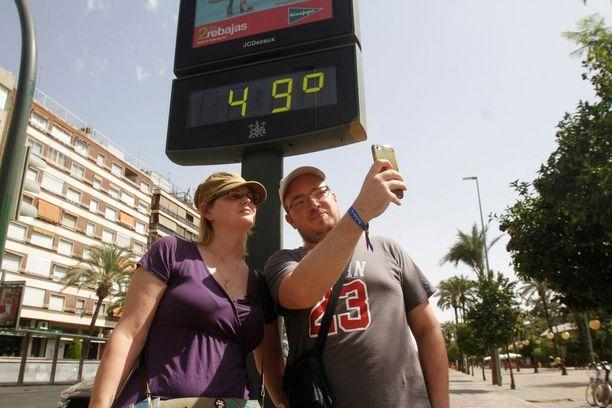 Lämpötilojen odotetaan nousevan lähelle ennätyslukemia.