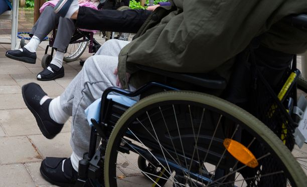 - Yksinasuvien, pienituloisten ja sairaiden vanhusten tilanne saattaa leikkausten takia muuttua meilläkin kestämättömäksi, sanoo toiminnanjohtaja Virpi Dufva Vanhus- ja lähimmäispalvelun liitosta. Arkistokuva.